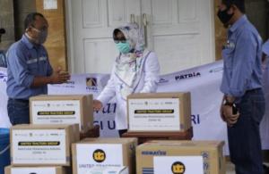 PT. UTI Suplai 50 Baju Hazmat Untuk Dinas Kesehatan Bontang